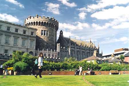 قلعه دوبلین    dublin castle